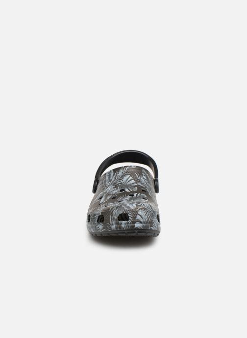 Sandales et nu-pieds Crocs Classic Seasonal Graphic Clog M Noir vue portées chaussures