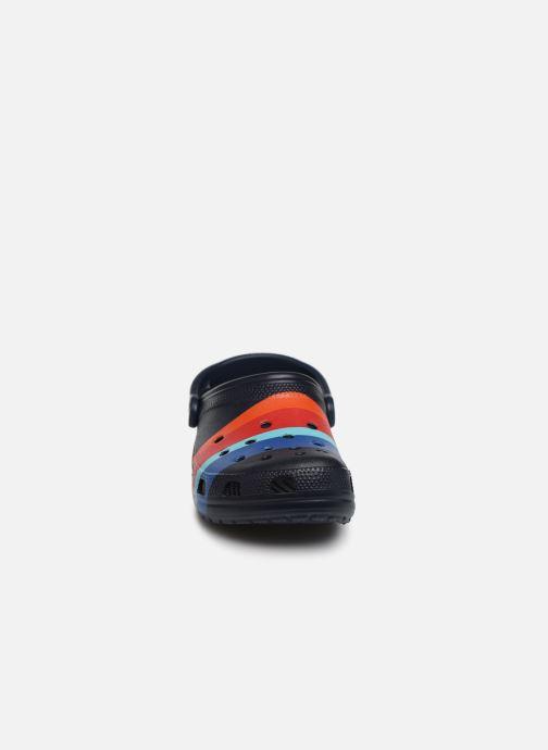 Sandalen Crocs Classic Seasonal Graphic Clog M blau schuhe getragen