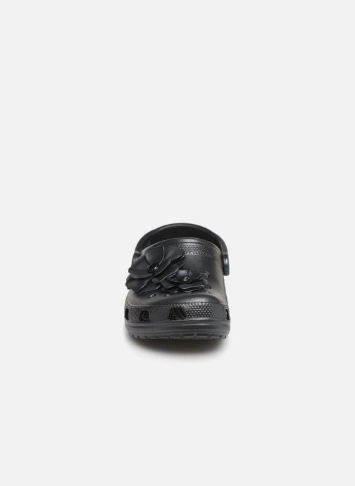 Mules et sabots Crocs Classic Vivid Blooms Clog Noir vue portées chaussures