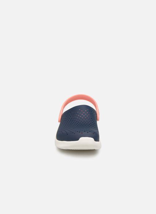 Mules et sabots Crocs LiteRide Clog F Bleu vue portées chaussures