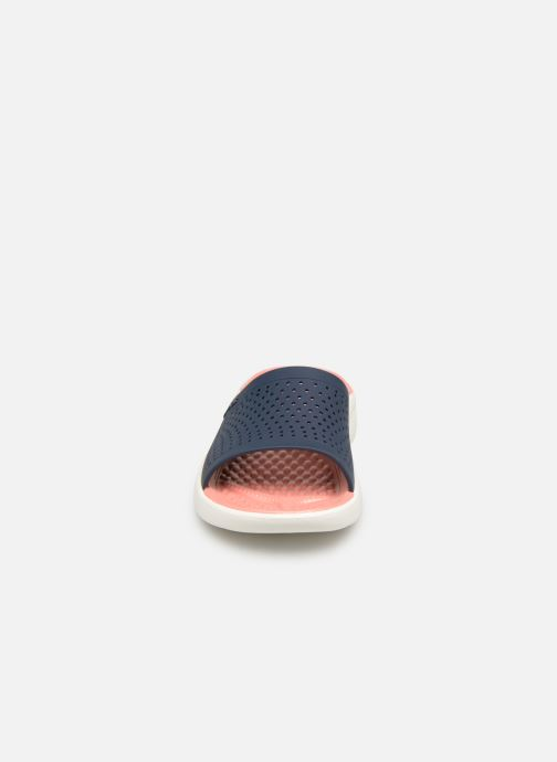 Mules et sabots Crocs LiteRide Slide F Bleu vue portées chaussures