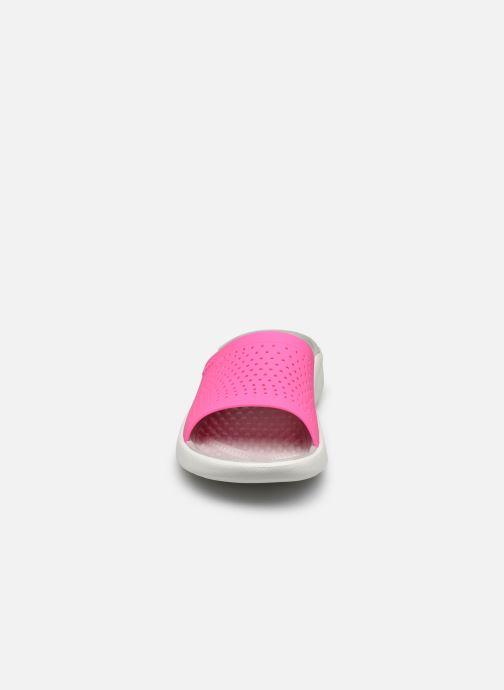 Zoccoli Crocs LiteRide Slide F Rosa modello indossato
