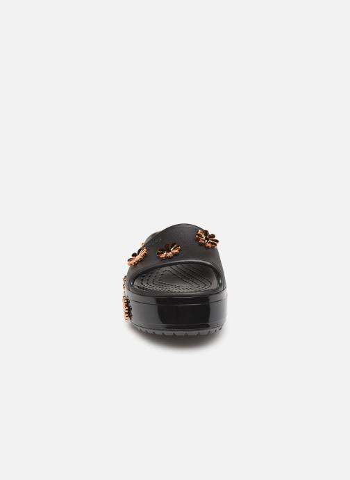 Mules et sabots Crocs CB Platform Metallic Blooms Slide Noir vue portées chaussures