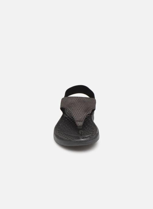 Sandalias Crocs LiteRide Mesh Flip W Negro vista del modelo