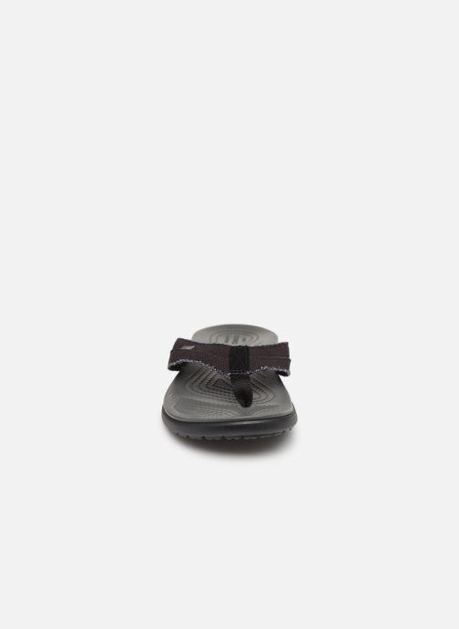 Chanclas Crocs Santa Cruz Canvas Flip M Negro vista del modelo