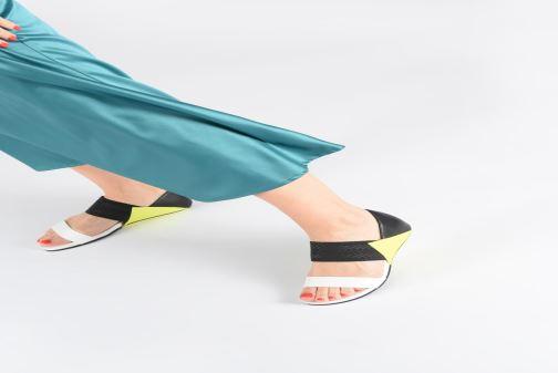 Sandales et nu-pieds United Nude Delta Lisa Noir vue bas / vue portée sac