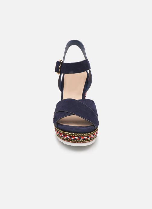 Sandales et nu-pieds COSMOPARIS EKKO Bleu vue portées chaussures