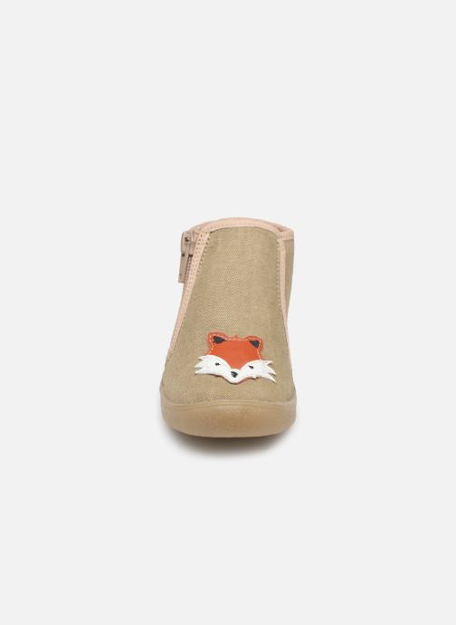 Chaussons Babybotte Mouky Beige vue portées chaussures