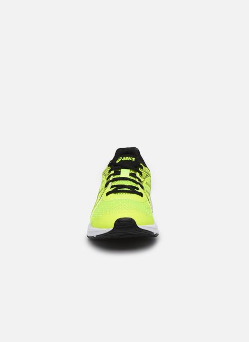 Chaussures de sport Asics Jolt 2 GS Jaune vue portées chaussures