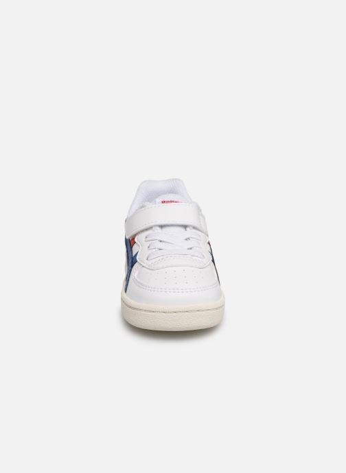Sneakers Onitsuka Tiger GSM TS Bianco modello indossato
