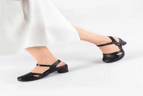 Sandalen Art Alfama 1470 braun ansicht von unten / tasche getragen