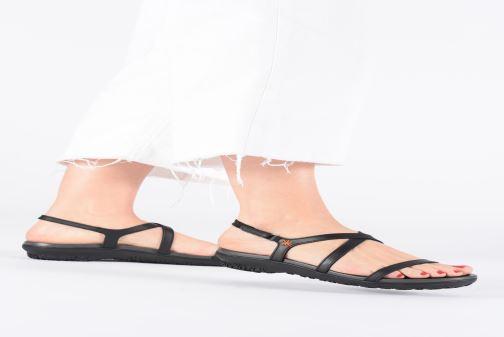 Sandales et nu-pieds Art Antibes 1500 Noir vue bas / vue portée sac