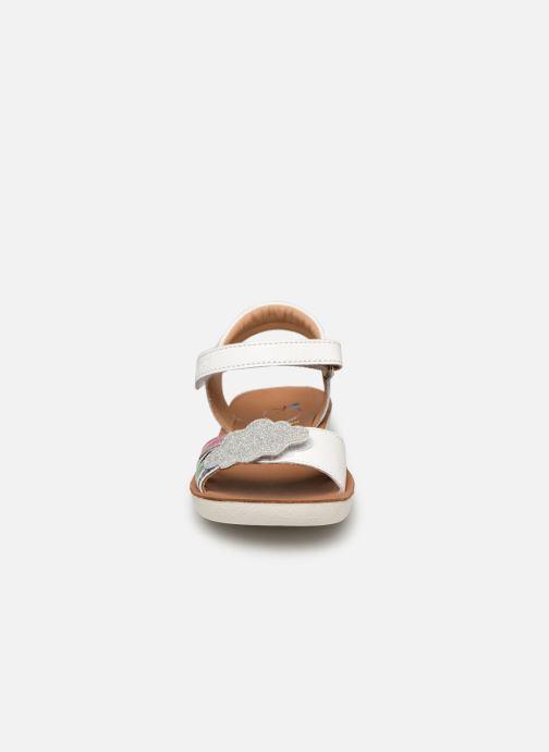 Sandalias Shoo Pom Goa Multi Blanco vista del modelo