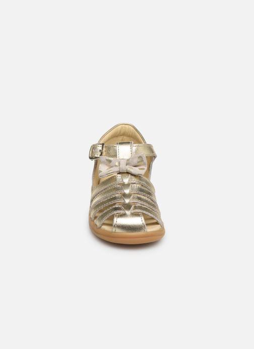 Sandali e scarpe aperte Shoo Pom Pika Spart Knot Oro e bronzo modello indossato