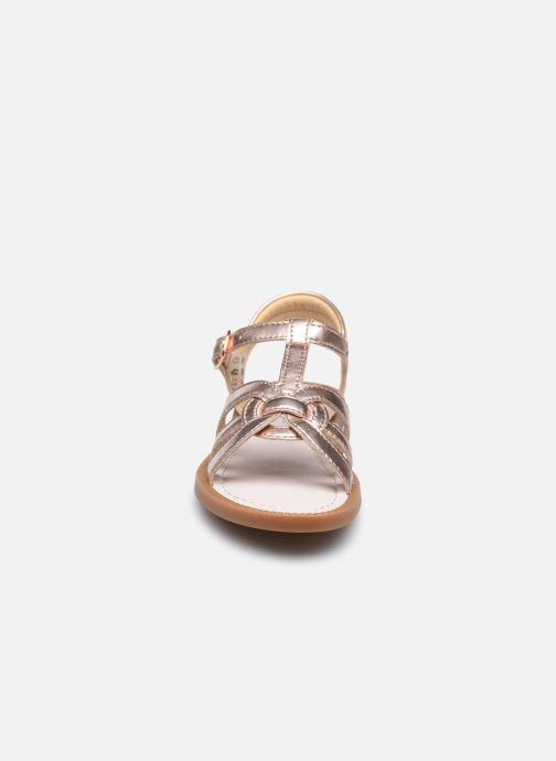 Sandali e scarpe aperte Shoo Pom Solar Buckle Argento modello indossato