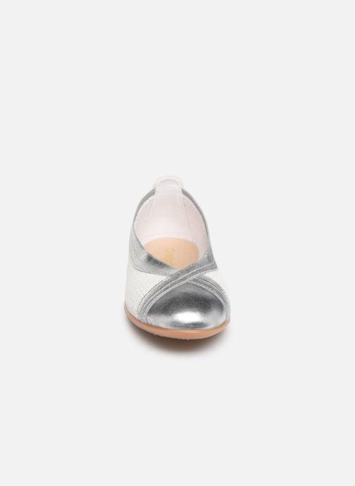 Ballerines Conguitos Amaya Argent vue portées chaussures