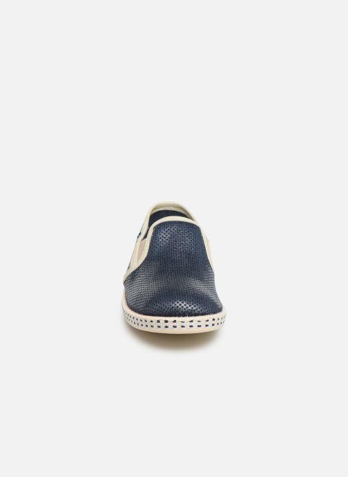 Sneakers Conguitos Jorge Azzurro modello indossato