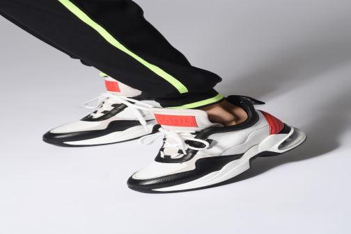 Sneaker KARL LAGERFELD Ventura Lazare Mid II Lthr weiß ansicht von unten / tasche getragen
