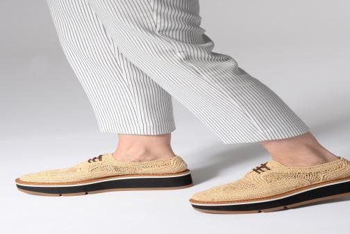 Chaussures à lacets Clergerie Acajou Beige vue bas / vue portée sac