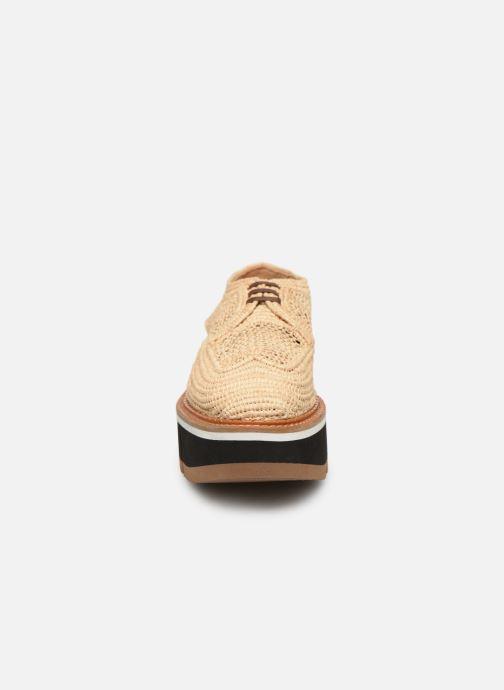 Zapatos con cordones Clergerie Acajou Beige vista del modelo