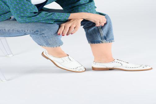 Chaussures à lacets Clergerie Rocker Blanc vue bas / vue portée sac