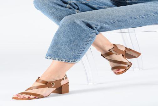 Sandales et nu-pieds Clergerie Alba Marron vue bas / vue portée sac