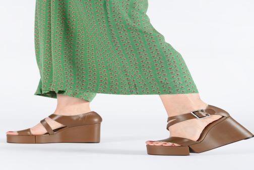 Sandales et nu-pieds Clergerie Amuse Marron vue bas / vue portée sac