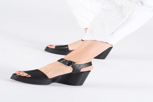 Sandales et nu-pieds Clergerie Altesse Noir vue bas / vue portée sac