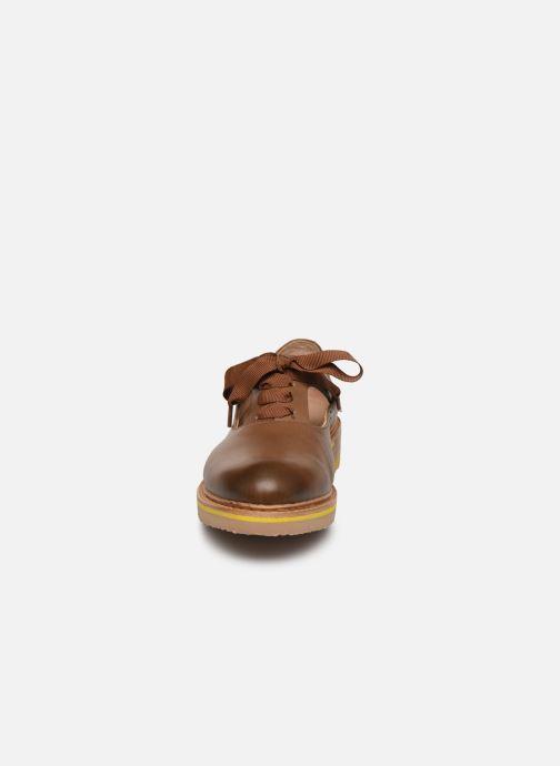 Zapatos con cordones Neosens Albilla S926 Marrón vista del modelo