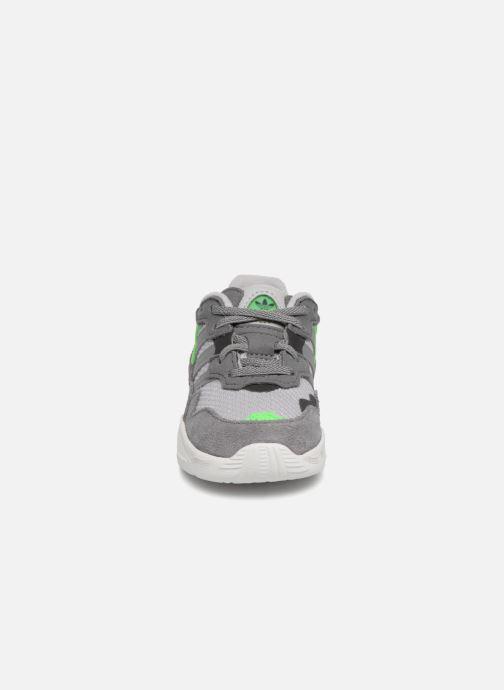 Baskets adidas originals Yung-96 EL I Gris vue portées chaussures