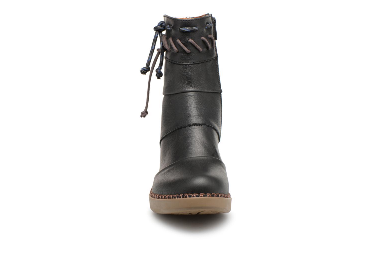 Boots Art Madrid 1153 Svart bild av skorna på