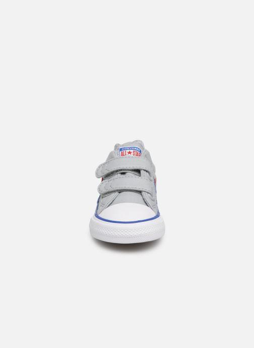Sneakers Converse Star Player 2V Ox Spring Essentials Grigio modello indossato