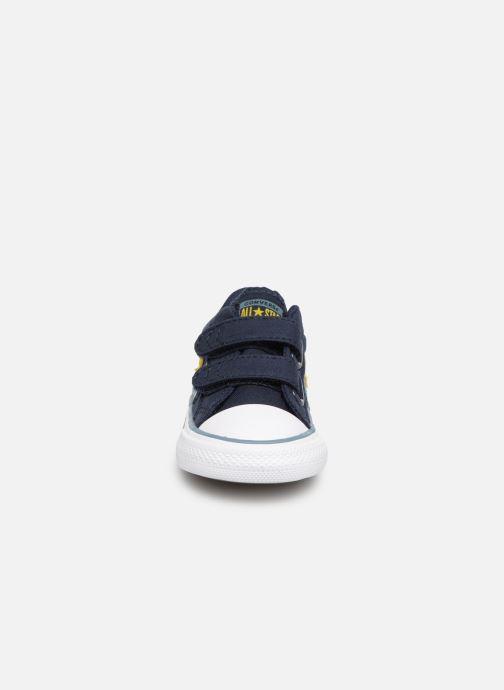 Sneakers Converse Star Player 2V Ox Spring Essentials E Azzurro modello indossato