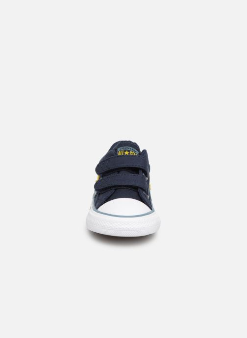 Sneakers Converse Star Player 2V Ox Spring Essentials E Azzurro modello indossato