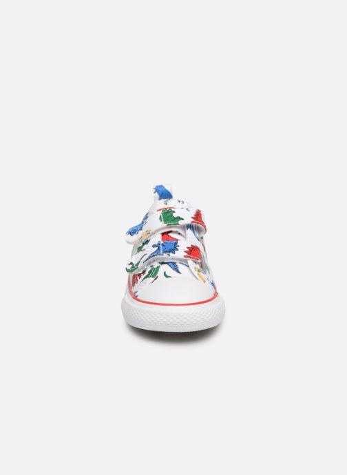 Baskets Converse Chuck Taylor All Star 2V Ox Dinoverse Blanc vue portées chaussures