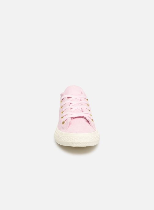Sneakers Converse Chuck Taylor All Star Ox Frilly Thrills Rosa modello indossato