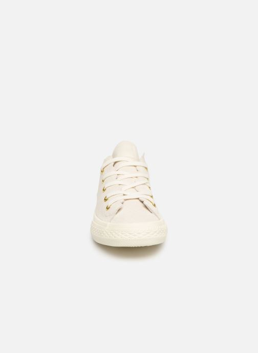 Baskets Converse Chuck Taylor All Star Ox Frilly Thrills Beige vue portées chaussures
