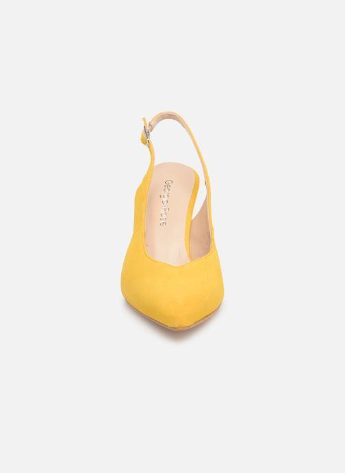 Zapatos de tacón Georgia Rose Sacoma Amarillo vista del modelo