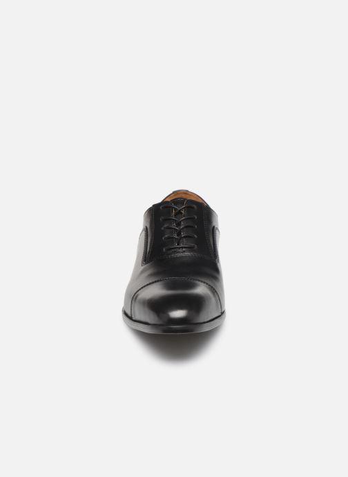 Scarpe con lacci Marvin&Co Newtown Nero modello indossato