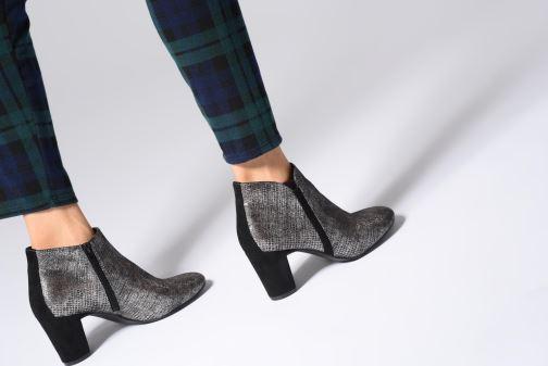 Stiefeletten & Boots Vanessa Wu BT1677 silber ansicht von unten / tasche getragen
