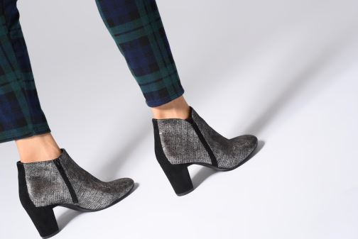 Stiefeletten & Boots Vanessa Wu BT1677 schwarz ansicht von unten / tasche getragen