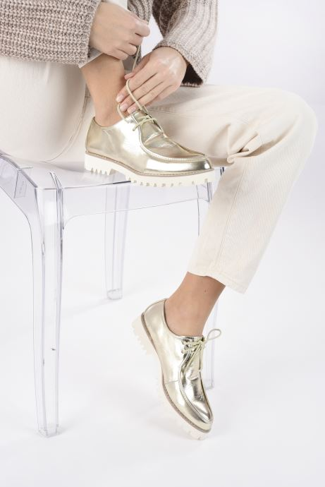 Schnürschuhe Vanessa Wu RL1034 gold/bronze ansicht von unten / tasche getragen
