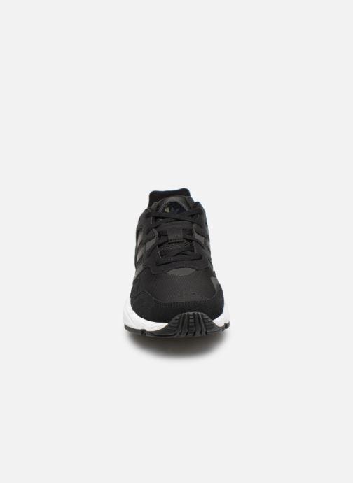 Baskets adidas originals Yung-96 Noir vue portées chaussures