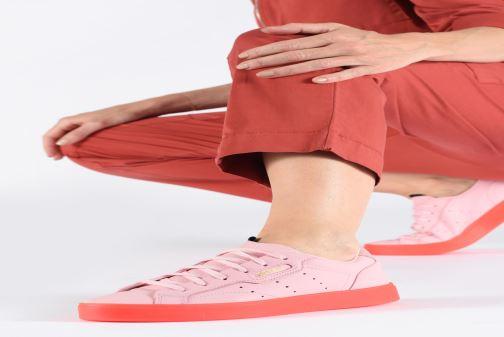 Sneaker adidas originals Adidas Sleek W rosa ansicht von unten / tasche getragen
