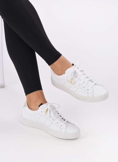 Sneaker adidas originals Adidas Sleek W weiß ansicht von unten / tasche getragen