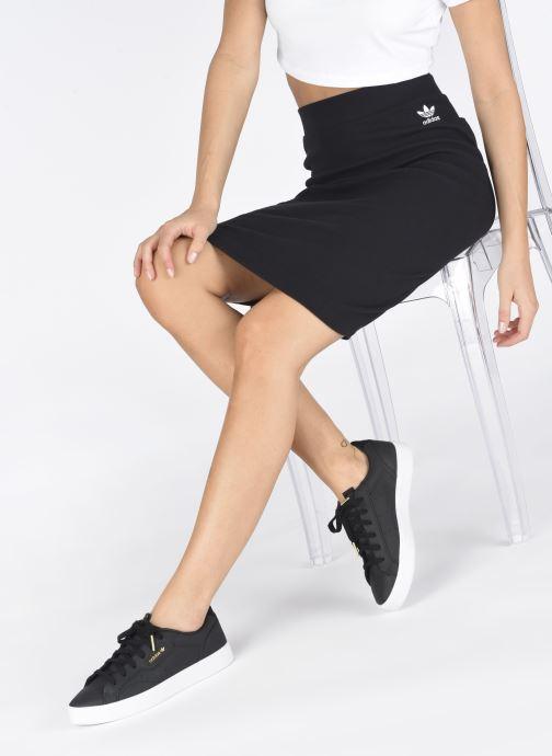 Sneaker adidas originals Adidas Sleek W schwarz ansicht von unten / tasche getragen