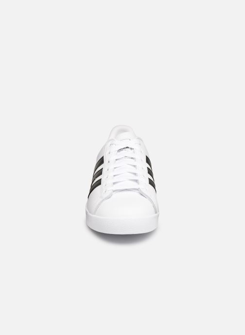 Sneakers adidas originals Coast Star Bianco modello indossato