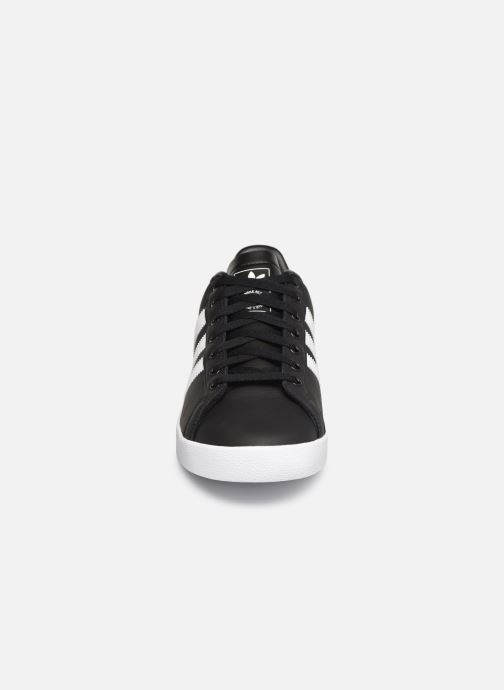 Sneakers adidas originals Coast Star Nero modello indossato