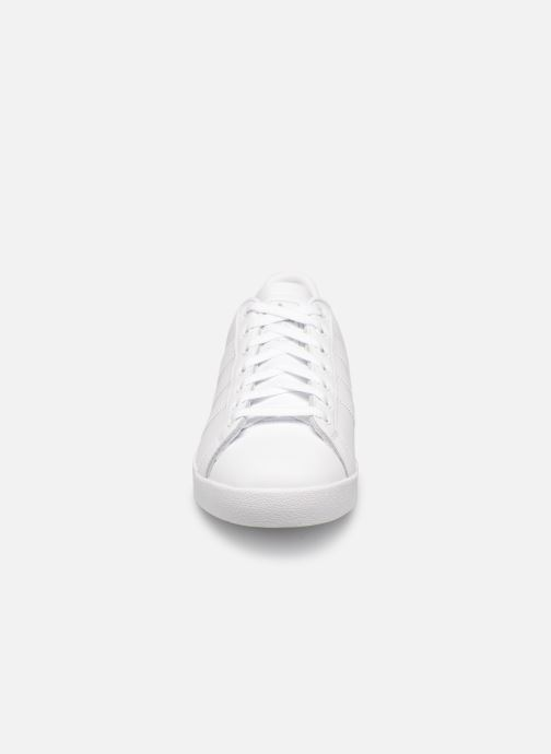 Baskets Adidas Originals Coast Star Blanc vue portées chaussures