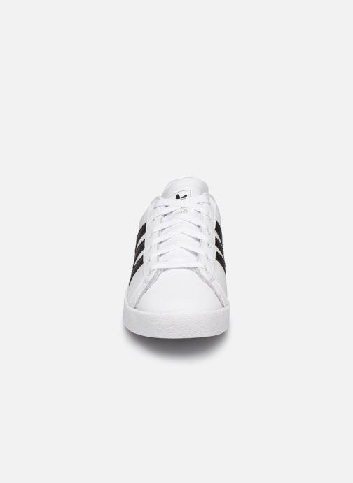 Baskets adidas originals Coast Star W Blanc vue portées chaussures